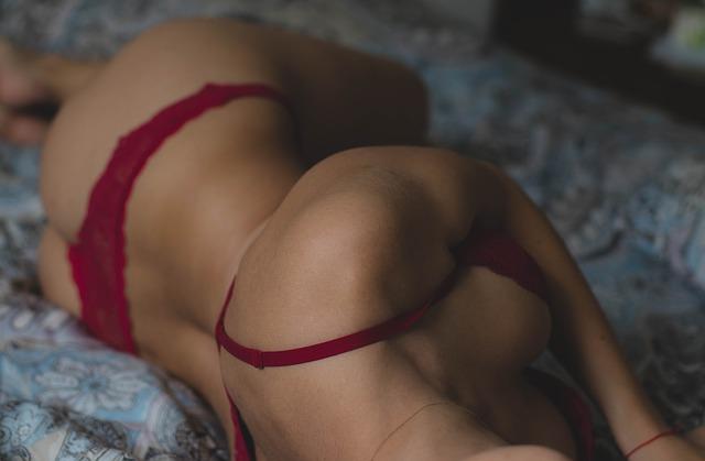 femme érotique allongée
